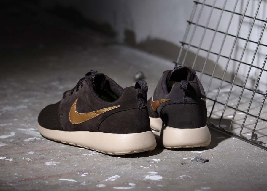 Nike Roshe One oro