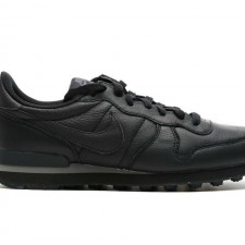NIKE INTERNATIONALIST TRIPLE BLACK