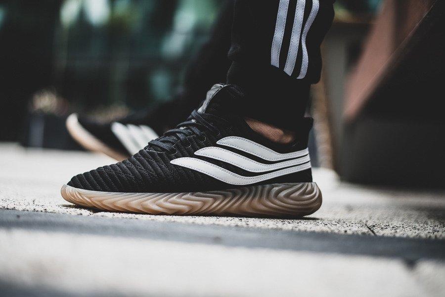 Nowa kolekcja najnowszy projekt różnie Adidas Sobakov, le nuove sneakers ispirate al calcio